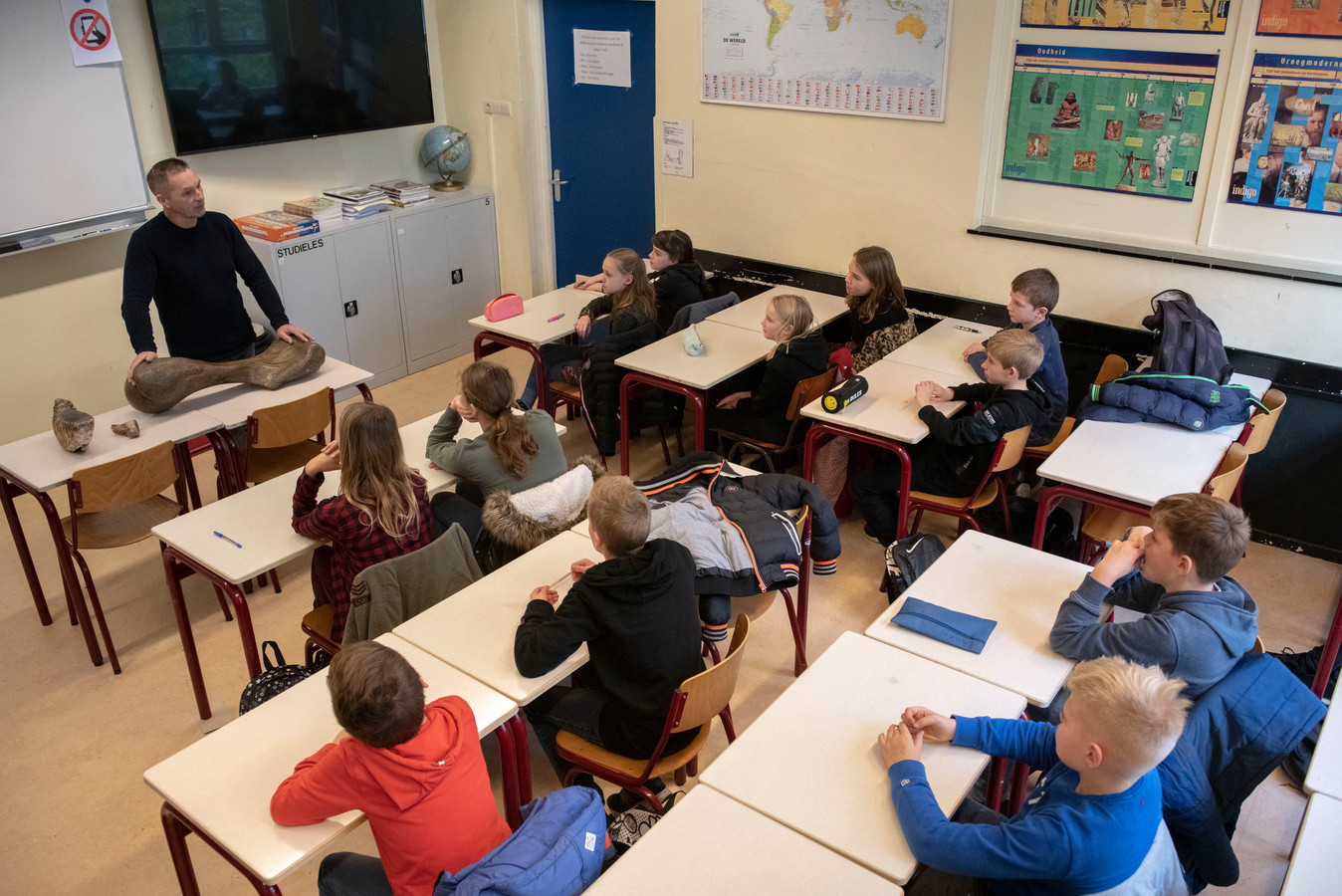 Vier Tilburgse basisscholen gaan extra aandacht geven aan kinderen van ouders in de daklozenopvang.