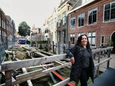Bewoners Kromme Nieuwegracht hebben genoeg van de bouwput waarin ze al twee jaar wonen