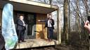 Wethouder Ben Brands van Landerd en rechts kartrekker Pierre Bos, tevens burgemeester van Boekel