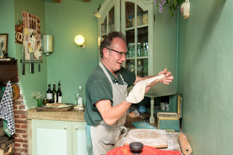 Maris'man Bart de Ruiter in de keuken. Beeld null