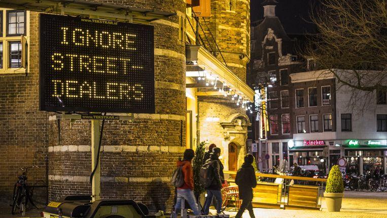 Vorig jaar waarschuwde Amsterdam met matrixborden voor witte heroïne die als cocaïne werd verkocht. Beeld anp
