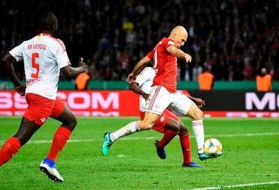 Invaller Robben bekroont laatste duel Bayern met Duitse beker