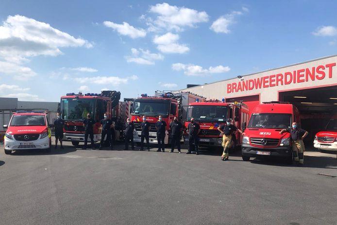 Verschillende brandweermannen van de Hulpverleningszone Zuid-Oost steken een handje toe in de door wateroverlast getroffen gebieden in het oosten van het land.