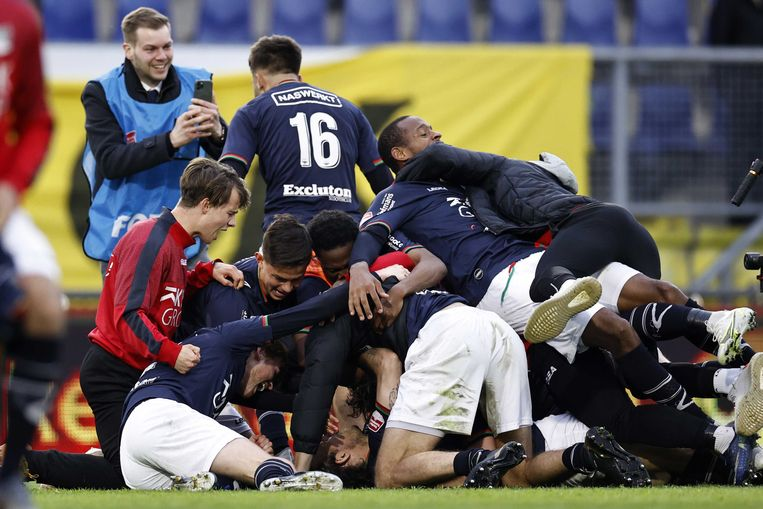 NEC viert de 1-2 van Jonathan Okita of NEC Nijmegen tijdens de play-offs. Beeld ANP