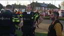 Ontsteltenis op het gezicht van de politiemensen die de vier lichamen hebben aangetroffen.