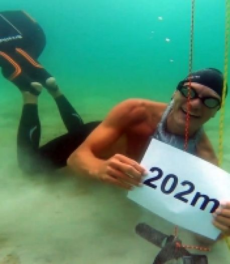 Nouveau record du monde: il parcourt 202 mètres en apnée