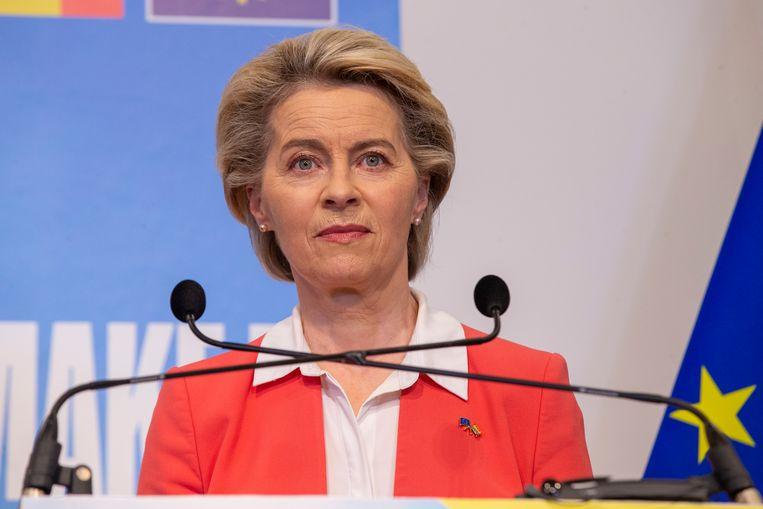Voorzitter Ursula von der Leyen van de Europese Commissie woensdag in Brussel, tijdens haar scherp afkeurende verklaring over de Hongaarse wetten.  Beeld Belga