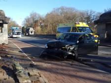 Gewonde bij frontale botsing auto's in Arnhem