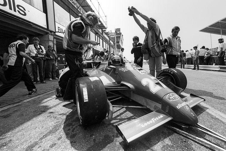 Coureur Patrick Tambay op het circuit van Zandvoort, 1982.  Beeld Getty