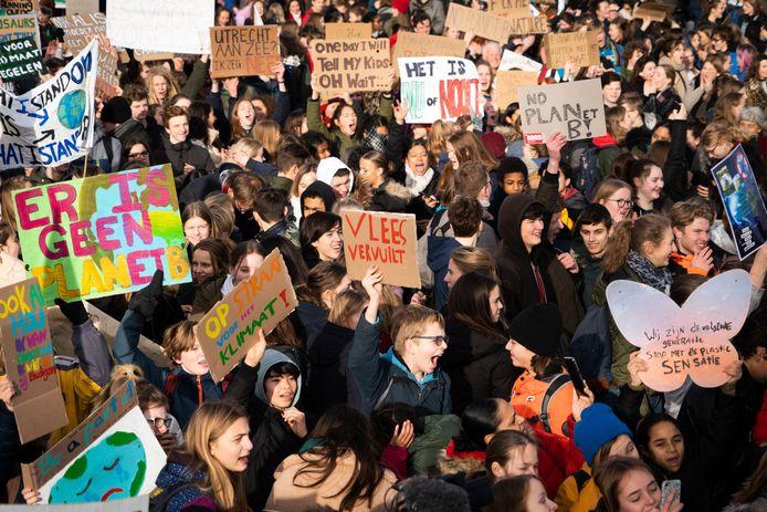 Op de eerste landelijke scholierenstaking voor het klimaat kwamen naar schatting 15.000 tieners.