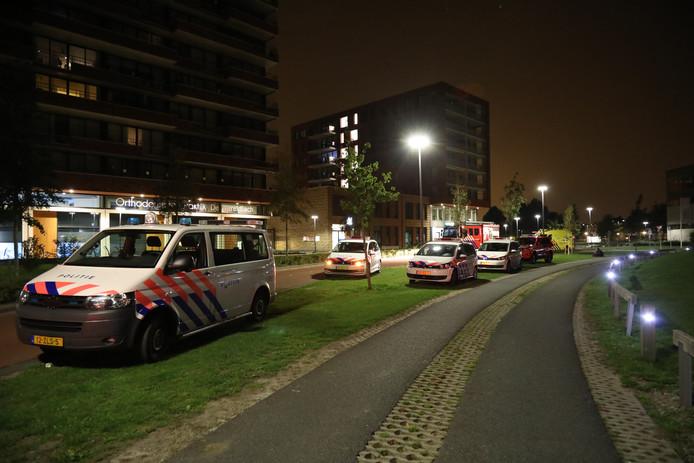De politie doet onderzoek naar de brand en het overlijden van de man