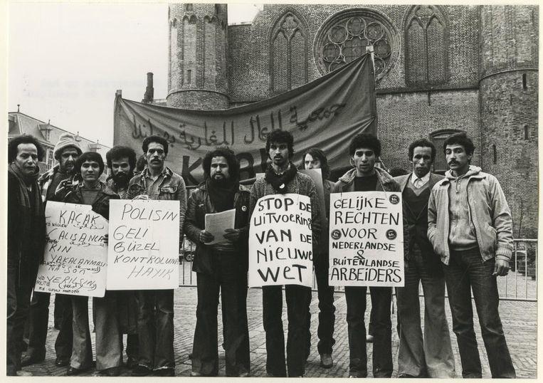 1979 Met de Wet arbeid buitenlandse werknemers (1979) komen er strengere regels voor de toelating van arbeidsmigranten. Beeld ANP