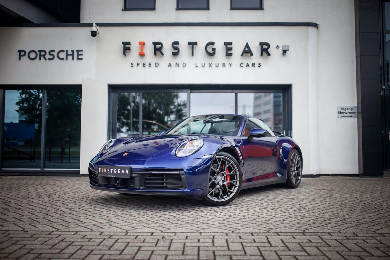 De hoofdprijs van een ton kon onder meer worden gebruikt voor de aanschaf van deze helmelsblauwe Porsche.