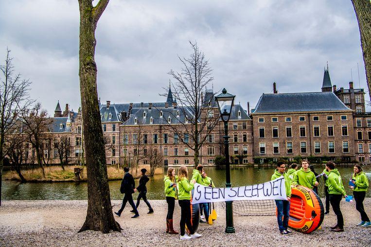 D66-jongeren voeren actie tegen de 'Sleepwet'. Beeld ANP