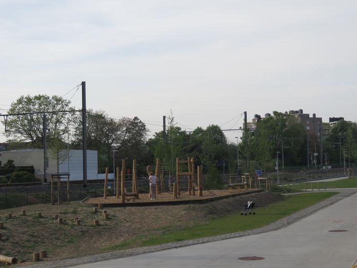 Naast de Traxsite is een speelpleintje aangelegd.