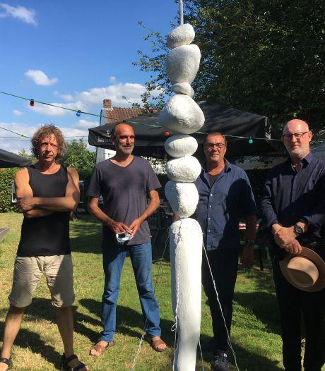 Geen optredens? Dan maar een artistieke zomerbar. Artiest Rik Tans organiseert De Schuur in Mariakerke