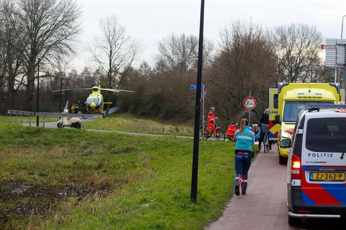 Verschillende hulpdiensten kwamen woensdagmiddag ter plaatse na een ernstig ongeval op het Simon van der Meerpad in Papendrecht.
