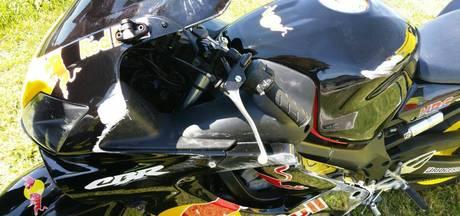 Motorrijder onder de schaafwonden na 50 meter schuiven over het asfalt