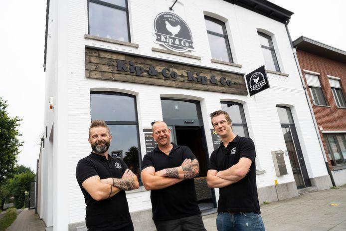 Kip & Co heeft een vierde filiaal geopend in Hoevenen. V.l.n.r.: Benny Melis, Steve Verwerft en Robin Van Echelpoel