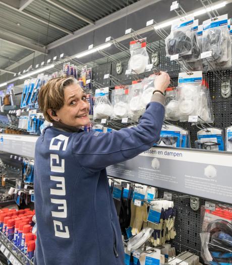 Zeeuwen kopen volop mondkapjes bij bouwmarkten vanwege coronavirus. 'De schrik zit er in'