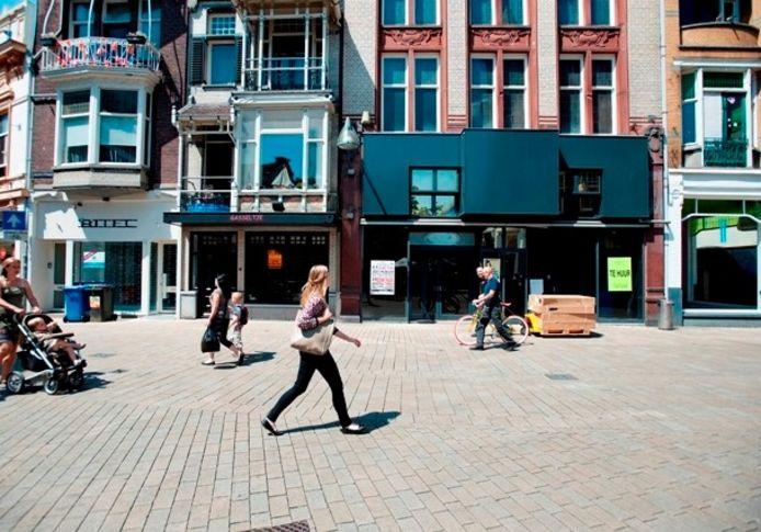 Vier lege winkelpanden naast elkaar aan de Heuvelstraat, tegenover de Oude Markt. Foto Joris Buijs/PVE