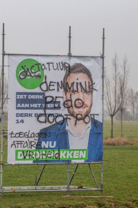 'Pedo'. 'Dictatuur'. 'Doofpot'. Derk Boswijk (CDA) baalt van bekladding verkiezingsborden: 'Het is laag bij de grond'
