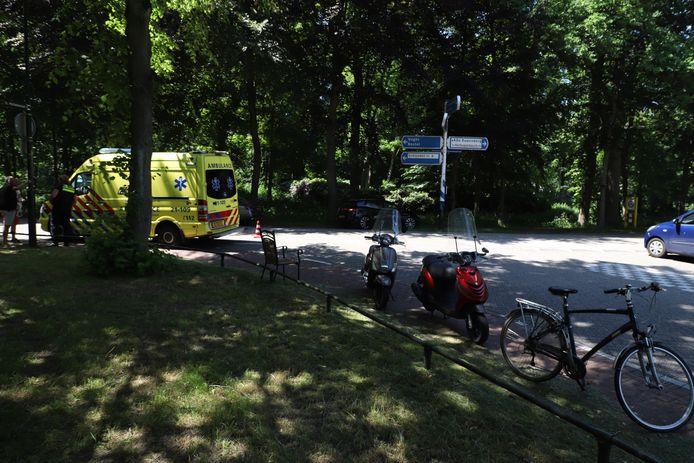 Scooterrijder en automobilist botsen tegen elkaar in Sint-Michielsgestel.