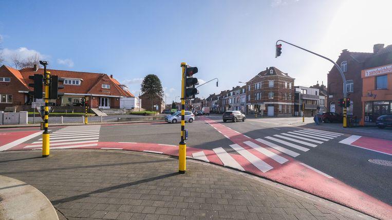 Het kruispunt van de Oudenaardsesteenweg met de Beekstraat en de Hugo Verriestlaan in Kortrijk
