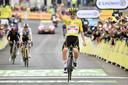 Tadej Pogacar wint op Luz Ardiden zijn derde etappe van deze Tour de France.