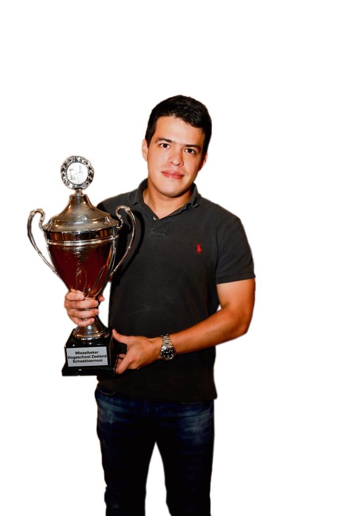Eduardo Iturrizaga, winnaar van het HZ-schaaktoernooi in 2017, verzorgt vrijdagavond voorafgaand aan het HZ-schaaktoernooi de traditionele openingssimultaan.
