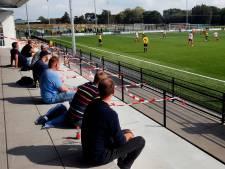 Voetbalclubs doen hun best om aan coronaregels te voldoen: 'Handhaven is lastig, we moeten het samen doen'