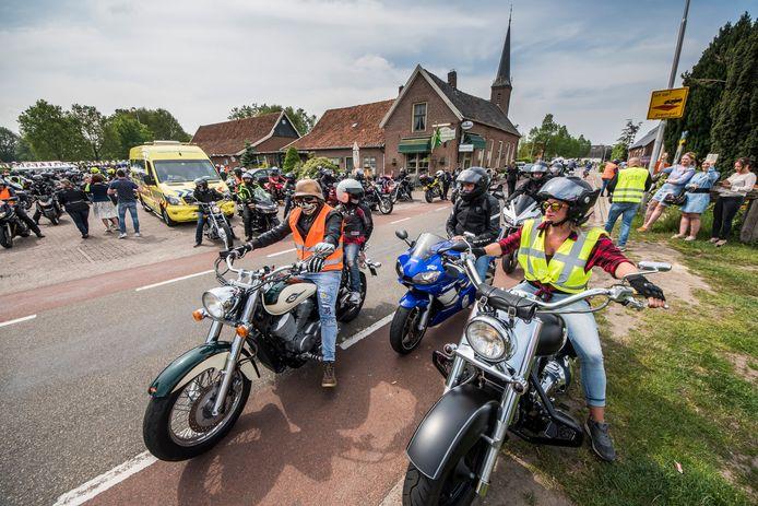 Rijden voor Geluk bracht in 2019 in Rekken 4150 euro op voor WensAmbulance Oost-Nederland. Vanaf dit jaar wordt het evenement met motortoertocht in Haaksbergen gehouden.