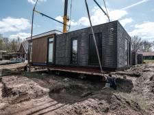 In één dag vijf nieuwe huizen: Tiny Houses De Haart staan op hun plek
