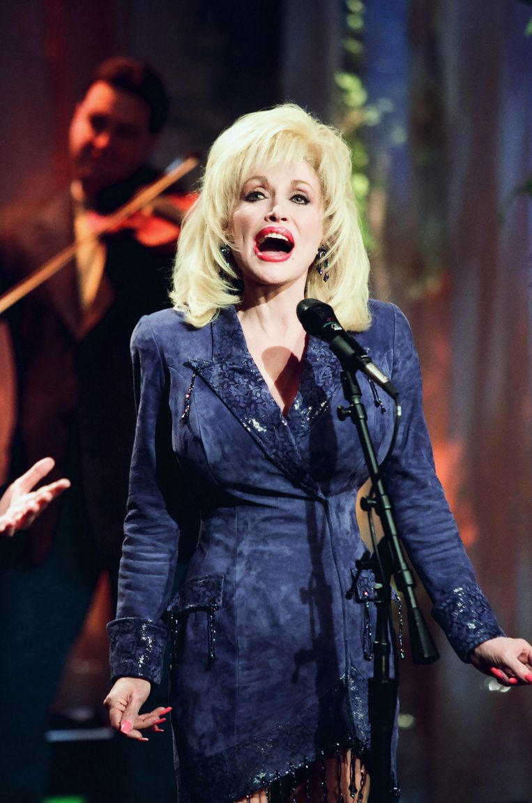 Dolly Parton in The Tonight Show met Jay Leno in 1999.  Beeld NBCU Photo Bank/NBCUniversal via