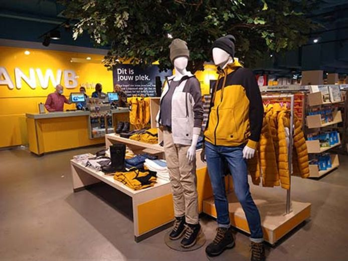 ANWB opent een nieuwe winkel aan de Grote Marktstraat in Den Haag.