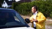 Oppositie deelt wafeltjes uit aan bestuurders die stilstaan door verkeersfilter Brainestraat