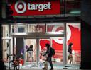 De Amerikaanse winkelketen Target stopt met de verkoop van Pokémonkaarten. Het assortiment heeft namelijk te lijden onder het opkopen van de kaarten door handelaren.