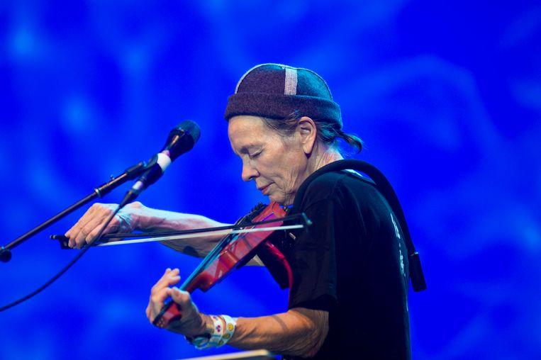 Op viool. 'Ik heb mezelf moeten leren om meer te genieten van musiceren. Improviseren bevrijdt me. Er komt zeker stress aan te pas, maar góéie stress.' Beeld Redferns