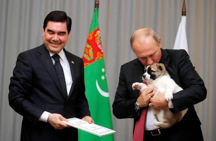 Gurbanguly Berdimuhamedow a offert un chiot de cette espèce local au président russe Vladimir Poutine en 2017.