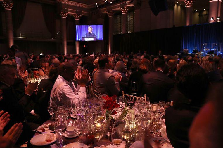 Hillary Clinton tijdens haar gewraakte speech op het LGBT-for-Hillary-gala.  Beeld Getty Images