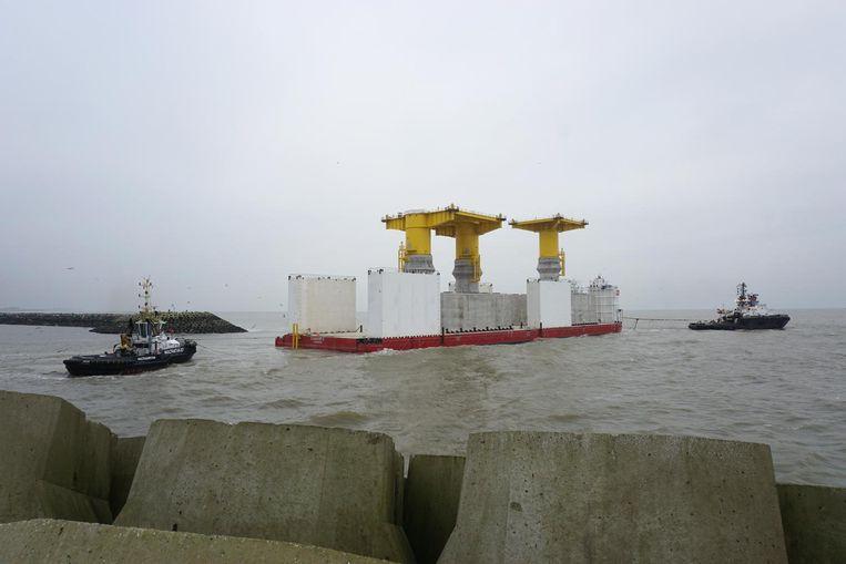 Baobarge verlaat de haven van Oostende.