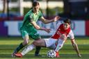 Jesse Schuurman namens De Graafschap in actie tegen Jurgen Ekkelenkamp van Jong Ajax, afgelopen vrijdag op Sportpark De Toekomst in Amsterdam.