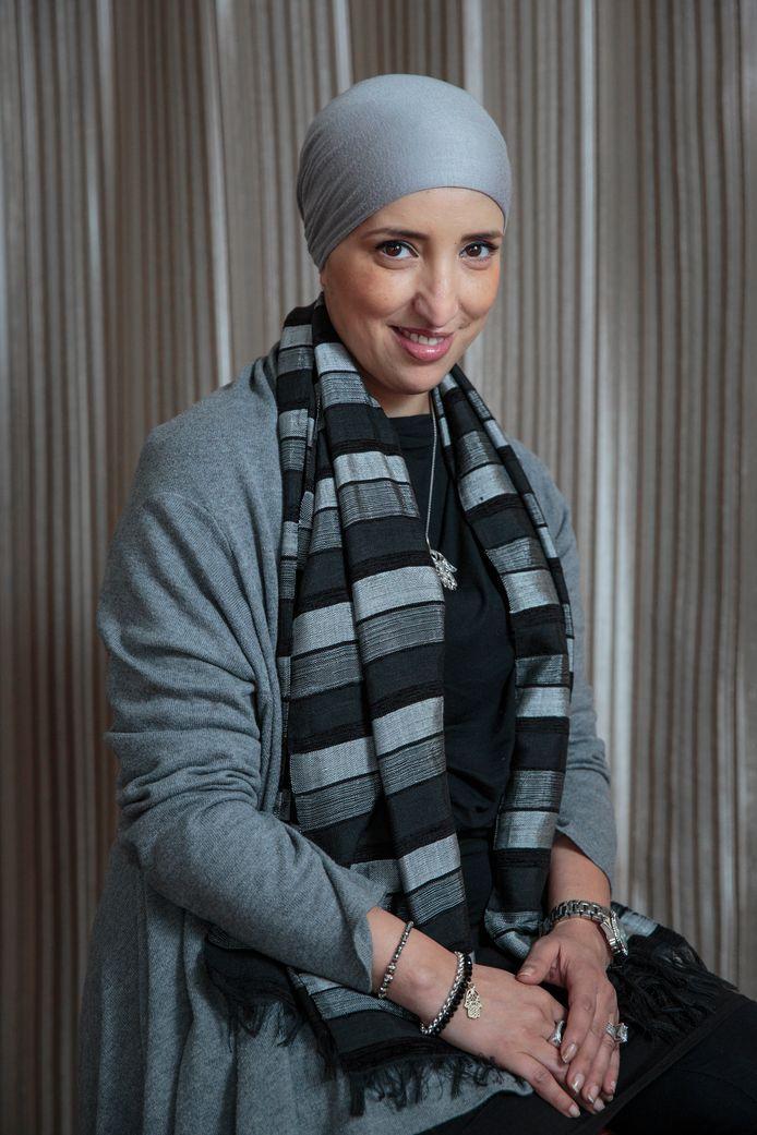 """,,De gemiddelde burger zal het worst wezen of de mevrouw achter de balie een hoofddoekje draagt"""", zei Fatima Elatik in 2004."""