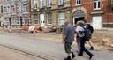 Enkele leden van WAR wandelen hier door de vernielde straten van Limbourg.
