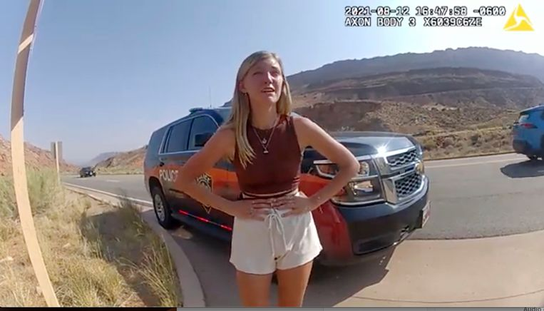 Gabby Petito op een politievideo van afgelopen zomer toen de politie hen deed stoppen. Beeld AP