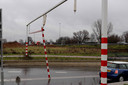 Vrachtwagen ramt waarschuwingsbalk viaduct Waalwijk.