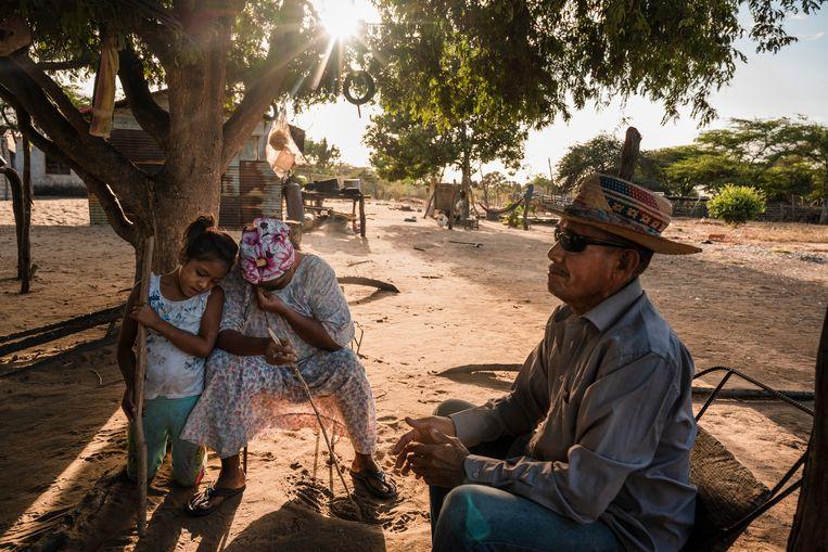 Locals van Guarero. 'Hier is niets, alleen een trage dood. Maar we voelen ons nu wel veiliger.' Beeld NYT/ADRIANA LOUREIRO FERNANDEZ
