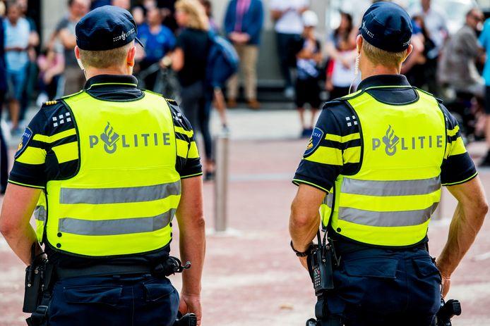 De Nederlandse politie moet steeds vaker 'nee' verkopen bij buitenlandse verzoeken zoals het natrekken van kentekens en het volgen van potentiële terroristen.
