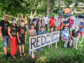 """Gepland pompstation bedreigt groen plein, buurt houdt petitie: """"Jammer om met klimaatopwarming stukjes natuur op te geven"""""""