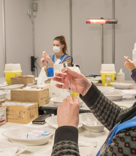GGD Zeeland zet 100.000ste coronaprik